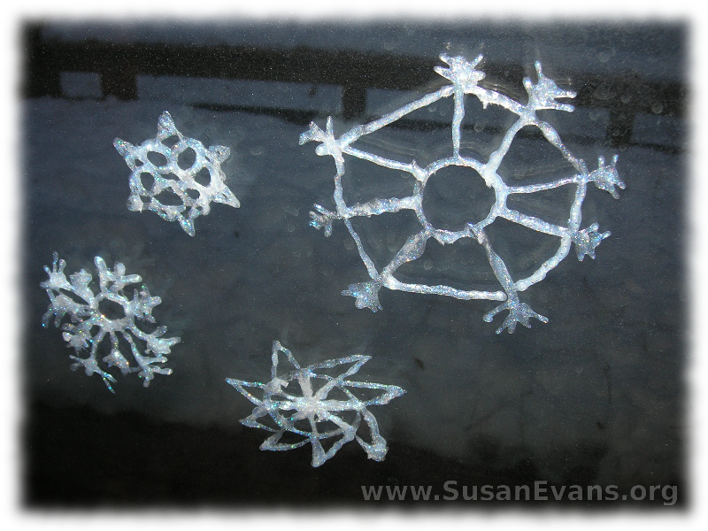 how-to-make-snowflakes-that-cling-to-glass