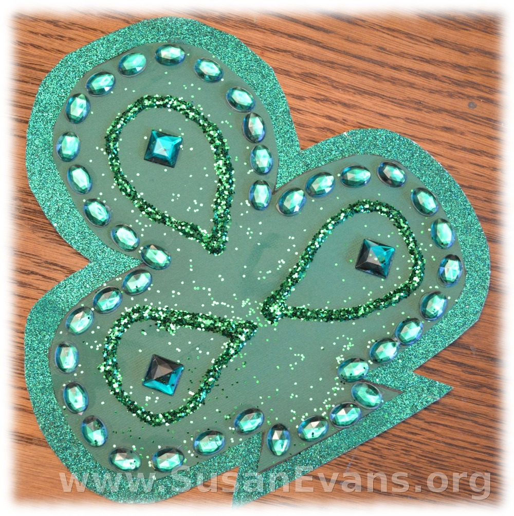 decorate-a-clover-leaf