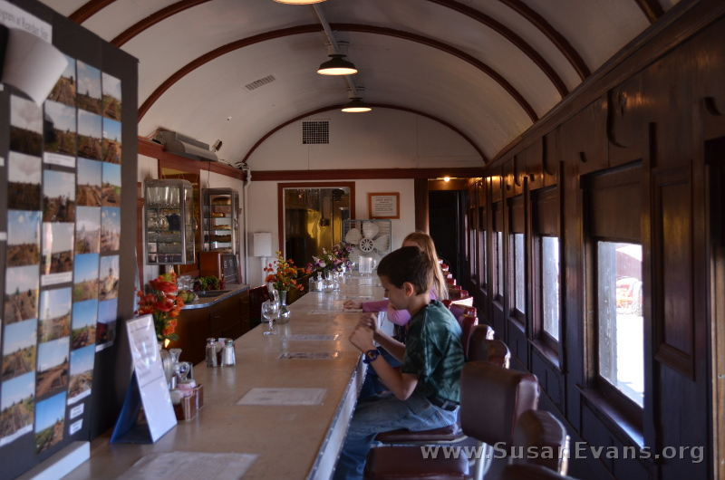 dining-train-car
