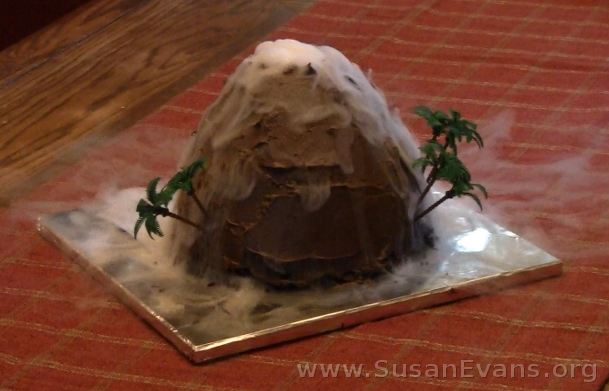 erupting-volcano-cake