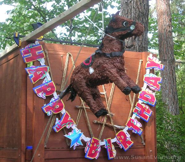 horse-piñata