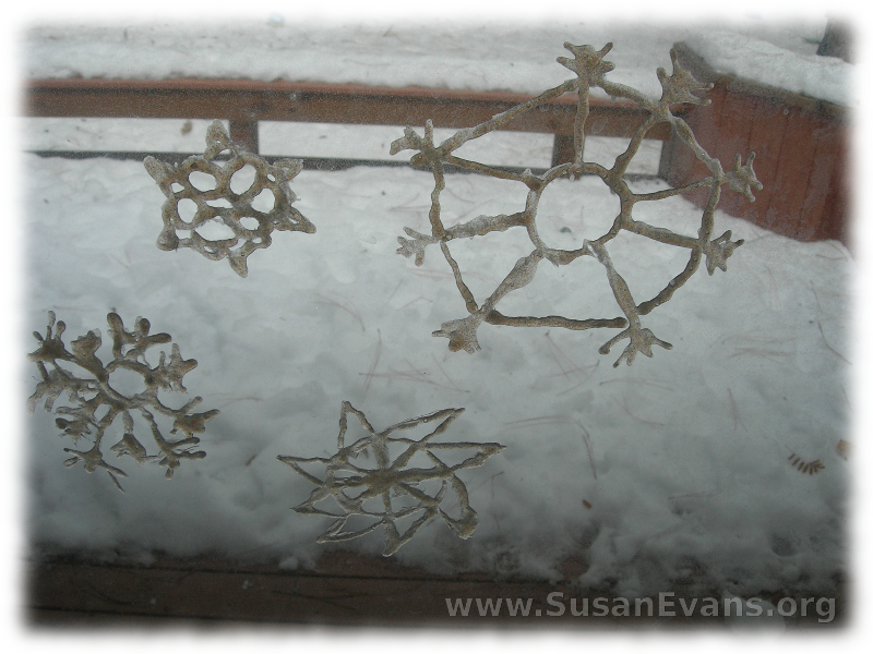 snowflakes-that-cling-to-glass